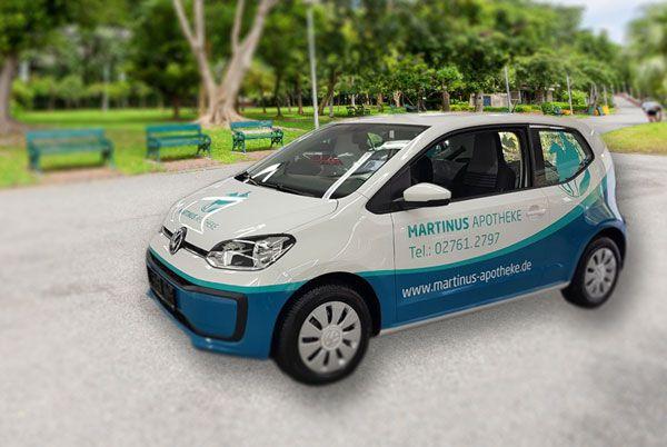 Lieferwagen der Martinus Apotheke