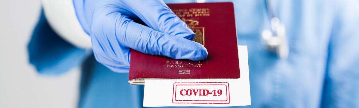 Pass im Anschnitt mit Hinweis auf COVID-19